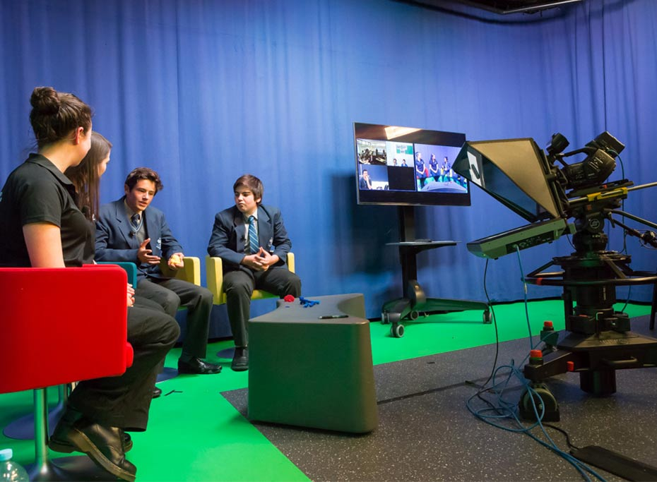 Students experience cutting-edge of design technology aided by Questacon's Schmidt Studio